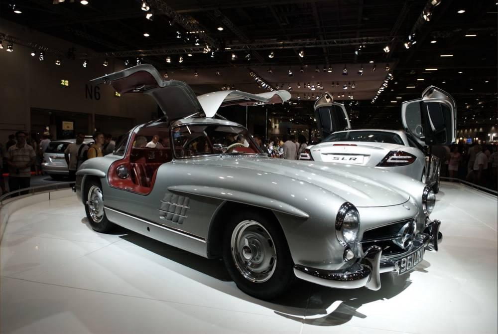 La mythique 300 SL permet de mesurer l'évolution qui conduit à la récente AMG GT. ©  DR