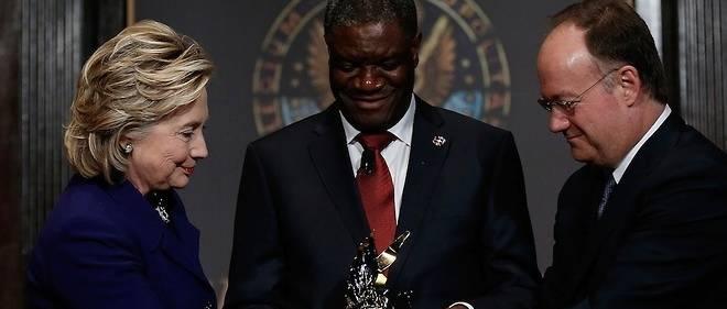 Le Dr Mukwege reçoit de Hillary Clinton un prix de sa Fondation pour la promotion des femmes dans la paix et la sécurité.