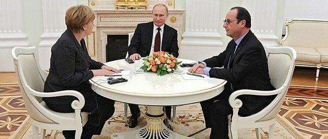 Le président russe Vladimir Poutine entouré de la chancelière allemande Angela Merkel et du président français François Hollande.