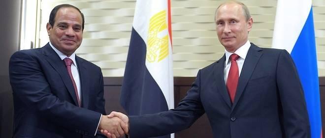 Première visite officielle du président égyptien Abdel Fattah al-Sissi en Russie. Ici avec Vladimir Poutine à Sotchi le 12 Août 2014.
