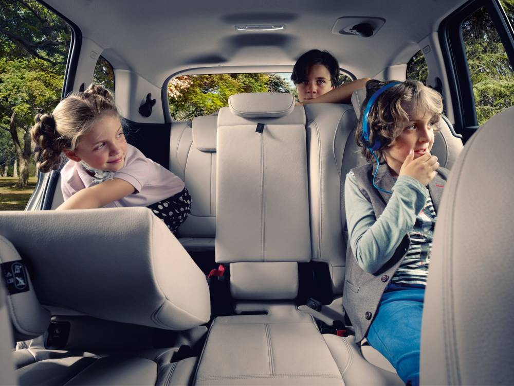 Trois rangées de sièges et sept places au programme ©  BMW