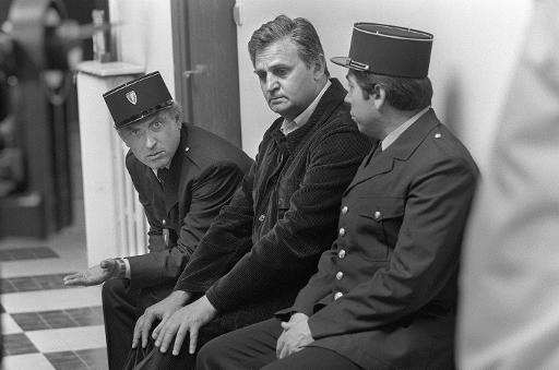 """L'acteur français Roger Hanin sur le tournage de """"L'héritage de la violence"""" à Bordeaux le 22 avril 1982 © René Jean AFP/Archives"""