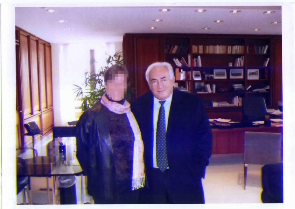Jade aux côté de DSK dans son bureau au FMI