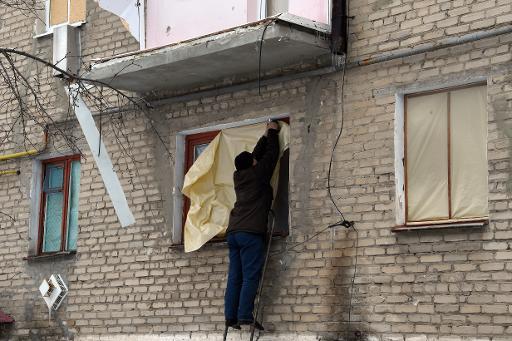 Un immeuble bombardé à Dokoutchaïvsk, dans l'Est de l'Ukraine, sur la ligne de front, le 10 février 2015 © Dominique Faget AFP