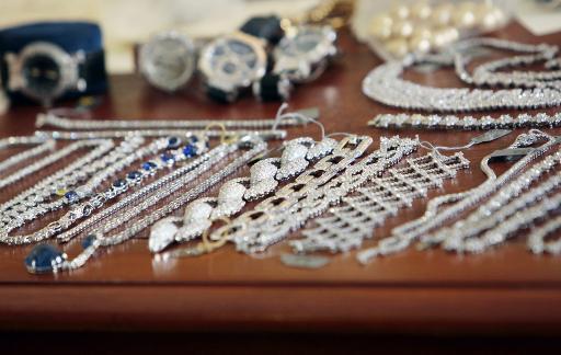 Une partie des bijoux qui avait été dérobée dans la boutique Harry Winston, retrouvée et photographiée le 23 juin 2009 © François Guillot AFP/Archives