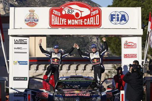 Le Finlandais Jari-Matti Latvala (d) et son copilote Miikka Anttila fêtent leur 2e place au Rallye Monte-Carlo, le 25 janvier 2015 à Monaco © Valery Hache AFP/Archives