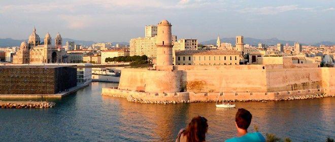 Vue du MuCEM en face du fort Saint-Jean, à Marseille.