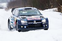 Sébastien Ogier est passé de la 4e à la 2e place provisoire en se montrant le plus rapide dans trois des quatre spéciales de la matinée au rallye de Suède. ©BASTIEN BAUDIN
