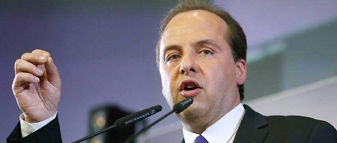 Le maire de Drancy lors d'un discours à l'UMP en 2014.