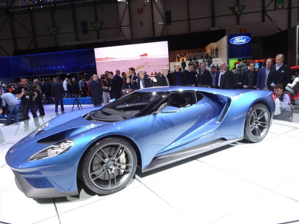 L'incroyvale Ford GT et son incroyable profil qui pince l'habitacle et le moteur entre deux tunnels aérodynamiques ©  Gicey