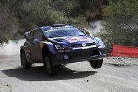 Sébastien Ogier, qui a remporté les deux premiers rallyes de la saison, a pris la tête de l'épreuve au Mexique après les deux premières spéciales.