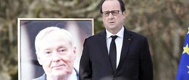 Francois Hollande lors de la cérémonie en hommage à Claude Dilain le 7 mars 2015 à Clichy-sous-Bois.