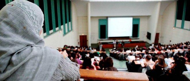 La secrétaire d'État aux Droits des femmes Pascale Boistard s'est déclarée favorable à une interdiction du voile à l'université.