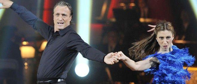 """L'ancien footballeur David Ginola dans l'émission de télé-réalité """"Danse avec les stars""""."""