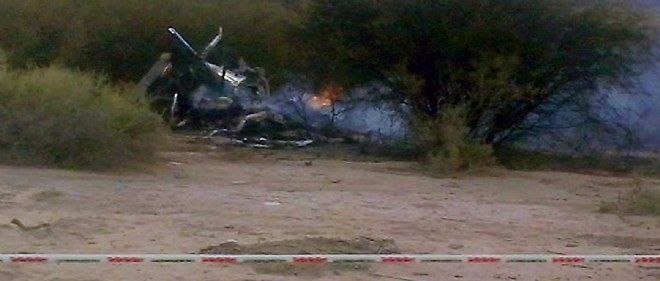 """La carcasse de l'un des hélicoptères qui transportaient l'équipe du tournage de l'émission de télé-réalité """"Dropped""""."""