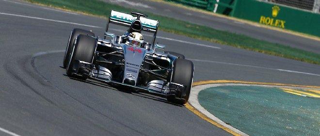 Pour les premières qualifications de la saison de F1, Lewis Hamilton a devancé son coéquipier de chez Mercedes Nico Rosberg.
