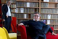 """Michel Onfray chez lui, à Caen, avec Franz-Olivier Giesbert le 19 février 2015. ©Elodie Gregoire pour """"Le Point"""""""