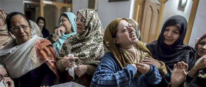 Le 16 décembre 2014, une mère pleure son fils, Mohamed Ali Khan, 15 ans, victime de l'attaque des talibans.