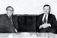 Le secrétaire d'État américain Henry Kissinger et le président syrien Hafez el-Assad, père de Bachar, ici en 1974 à Damas. ©AFP PHOTO/STR