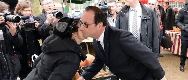 François Hollande sur la marché de Tulle le 15 janvier.