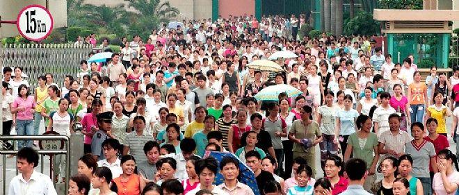 Devant l usine geante du groupe taiwanais Yue Yuen, qui etait a l  a6ebfd9b1db