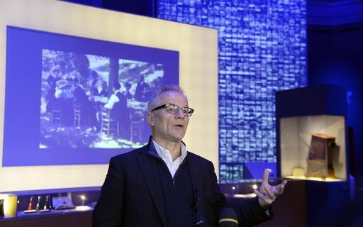 Thierry Frémaux, directeur de l'Institut Lumière et du festival de Cannes, présente l'exposition consacrée aux frères Lumière, le 25 mars 2015 au Grand Palais à Paris © Bertrand Guay AFP