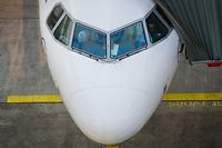 Depuis les attentats de Septembre 2001, les cockpits des avions de ligne de plus de cinquante sièges doivent être inaccessibles pendant le vol. ©Christoph Schmidt / DPA / dpa Picture-Alliance