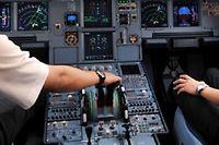 La mesure souleve la reticence de certains et passera par la negociation a Air France. (C)Adek Berry/AFP