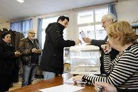 Des électeurs votent pour le second tour des élections départementales à Marseille, le 29 mars 2015. ©FRANCK PENNANT