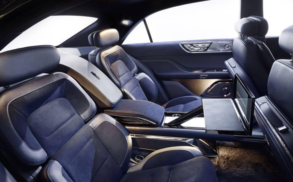 Les passagers arrière sont particulièrement choyés. ©  LINCOLN