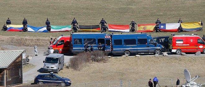 Une cérémonie avec les membres des familles des victimes a eu lieu le 31 mars, à la veille de la visite des patrons des compagnies Lufthansa et Germanwings.