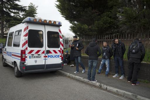 Une opération de police contre la vente illégale de cigarettes de contrebande à Aubervilliers, le 2 avril 2015 © MIGUEL MEDINA AFP