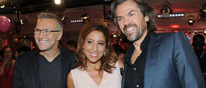 Laurent Ruquier aux côtés de ses deux chroniqueurs, Léa Salamé et Aymeric Caron.