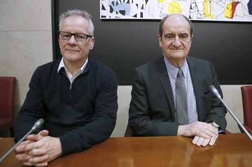 Le délégué général du festival de Cannes Thierry Frémaux (g) et le président du festival Pierre Lescure, le 1er avril 2015 à Paris © PATRICK KOVARIK AFP/Archives
