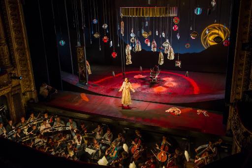 """La mezzo-soprano Aude Extrémo pendant une répétition de """"L'Heure espagnole"""", de Maurice Ravel, le 8 avril 2015 à l'Opéra de Tours © GUILLAUME SOUVANT AFP"""