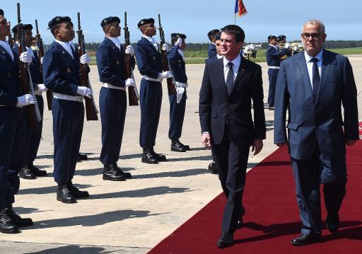 Le Premier ministre français Manuel Valls (g) et son homologue marocain Abdelilah Benkirane à Rabat le 9 avril 2015 © fadel Senna AFP
