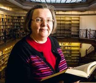 Marie-Solange Tessier dans la bibliothèque de l'École des Mines. ©  © DENIS ALLARD/REA