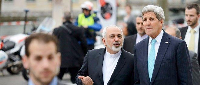 Le secrétaire d'État américain John Kerry et son homologue iranien, Mohammad Javad Zarif, à Genève, le 14 janvier.