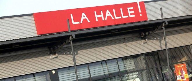 La direction de Vivarte a annoncé le 7 avril la suppression de 1 600 postes, essentiellement dans ses magasins La Halle aux vêtements.