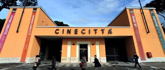 L'entrée des mythiques studios de cinéma romains de Cinecittà, qui attirent à nouveau Hollywood.