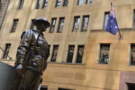 Statue d'un soldat australien de la Première guerre mondiale place Martin à Sydney © PETER PARKS AFP