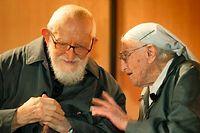 L'abbé Pierre, mort le 22 janvier 2007. À ses côtés, Soeur Emmanuelle ©Pascal Deloche