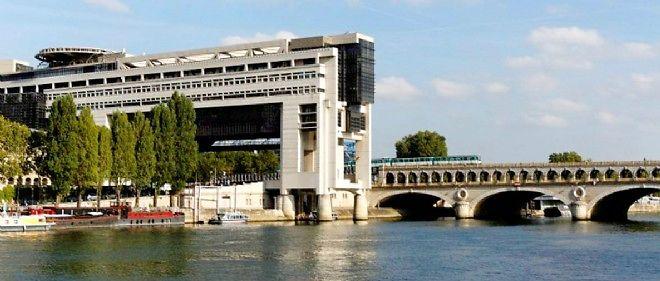 """Les collaborateurs du secrétaire d'État au Budget plaident """"le manque de moyens techniques"""" pour publier la liste des associations qui ont bénéficié de la réserve parlementaire en 2012."""