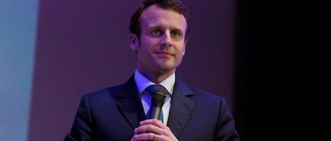 """Le ministre français de l'Économie Emmanuel Macron à Paris le 13 Avril 2015 pour soutenir les """"1 000 start-up pour changer le monde"""" organisé par le journal français """"La Tribune""""."""