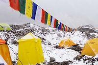 Le camp de base de l'Everest a été ravagé par une avalanche déclenchée par le séisme.