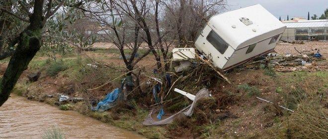 Météo-France qui met en garde contre des coupures d'électricité, des impacts de foudre, des inondations de caves ou encore des débordements des réseaux d'assainissement.