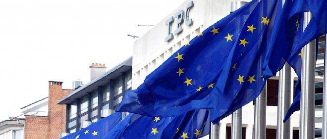 """""""Les pays du sud de l'Euroland devront affronter une double difficulté : le non-remboursement des sommes prêtées et le gonflement des intérêts à payer auprès de leurs propres créditeurs"""", assure Chokrane."""