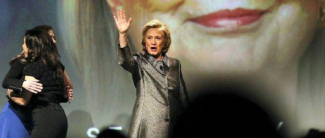 """Le titre d'un livre, qui sera publié le 5 mai, fait déjà polémique : """"Clinton Cash : comment et pourquoi des gouvernements étrangers et des hommes d'affaires ont fait la fortune de Bill et d'Hillary""""."""