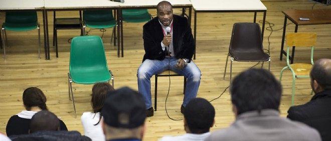 L'ancien champion du monde de boxe s'est rendu à la maison d'arrêt de Bois d'Arcy afin de sensibiliser les détenus à la pratique du sport.
