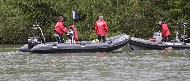 Les gendarmes ont sondé la rivière jouxtant le lieu de la disparition de Marcus.